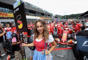Vettel: Hiba volt elűzni a rajtrácslányokat