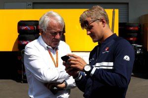 Videó: Charlie Whiting élete az F1-ben