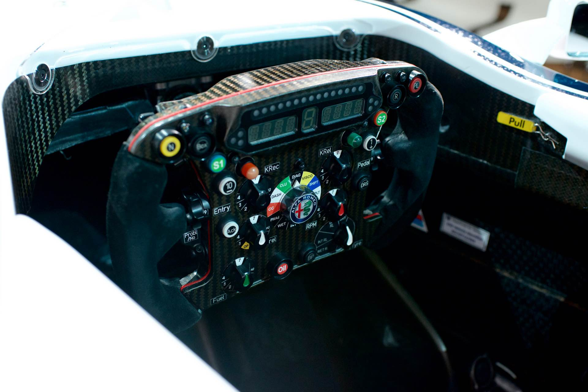 171202_Alfa-Romeo_Team-F1_17
