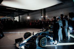Ma bemutatják az új Mercedest és Red Bullt is