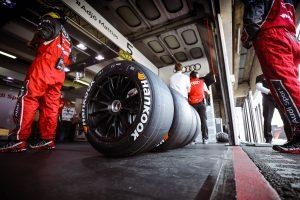 A Pirelli és a Hankook közül választ a Forma-1