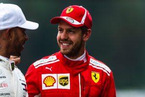 Vettel Hamiltonéknak: Ha kell, elmondom, hogy kell gyereket csinálni