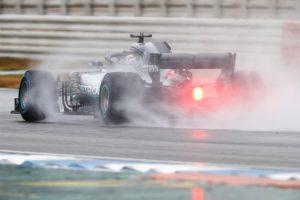 Hamilton a leggyorsabb, Vettel csak 5. az esős edzésen
