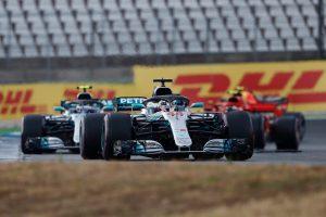 Hamilton: Teljesen őszinte voltam a versenybírókkal