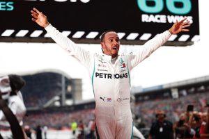 Hamilton az újabb diadal után: Minden pályának ilyennek kellene lennie!