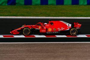 Vettel egy jó rajttal gyűrné le Hamiltonékat a Hungaroringen