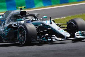 Új motor a Mercedesnél, Bottas a mezőny végéről rajtol
