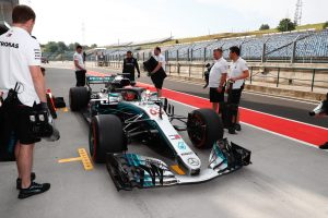 A Mercedes harmadik autót indítana az F1-ben a fiataloknak
