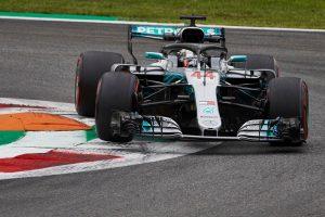 Hamilton továbbra is az élen, nagy a Ferrarik hátránya