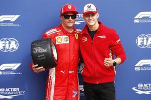Fotó: A kis Schumi is gratulált Räikkönennek Monzában