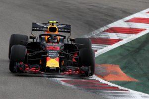 Verstappen kis híján balesetezett az első körben