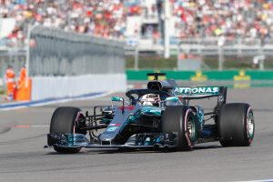 Hamilton nyert Szocsiban, 50 pontra nőtt az előnye