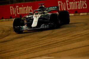 Hamilton-parádé a szingapúri időmérőn, Vettel csak harmadik