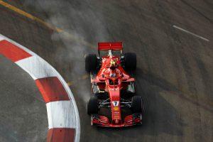 Räikkönen az élen, Vettel a falnak koccant a szingapúri éjszakában