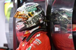 Vettelt is meglepte Hamilton pole-köre Szingapúrban