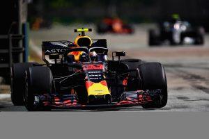 Büntetés vár a Red Bullokra, visszatérnek a régebbi Renault-motorhoz