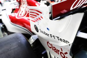 Bár rizikós, DRS-t akarnak a legendás balosban az F1-es versenyzők