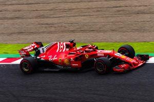 Íme a videó: Ezért kap rajtbüntetést Vettel!