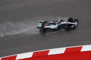 Hamilton: Esőben nehéz dönteni a gumik között