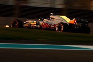 Videó: Grosjean a Toro Rosso-garázsba ment az ütközés után