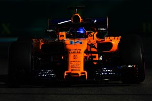 Alonso: Túl kell jutni valahogy az első kanyarokon