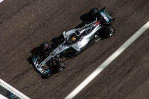 Hamiltoné a pole a szezon utolsó időmérőjén