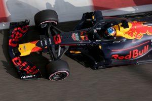 Élő közvetítés: Az F1-es versenyzői parádé Abu Dhabiból!