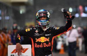 Räikkönent is fontolgatta, végül Ricciardót választotta a Red Bull