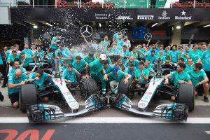 Videó: Így ünnepelte a bajnoki címet a Mercedes F1-es csapata