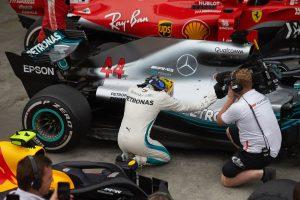 Rajtbüntetés várhat Hamiltonra a szezonzárón