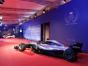 Így kell karácsonyra feldíszíteni egy F1-es autót