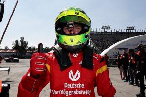 Videó: Így vitte pályára a Ferrarit Mick Schumi