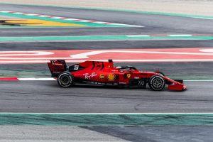 Bottas: A Ferrari a Mercedes előtt jár