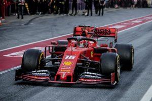Folytatódnak a tesztek, csomagot kapott a Ferrari