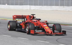 Leclerc az élen, Gasly rommá törte a Red Bullt