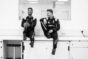 Fotók: Ricciardo már a Renault szerelésében!