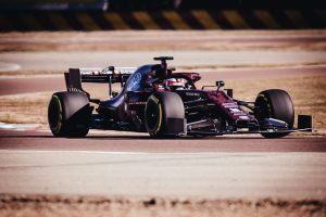 Räikkönen pályára gurult az új Alfa Romeóval
