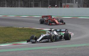 Hamilton: A Ferrari nagyon erősnek tűnik