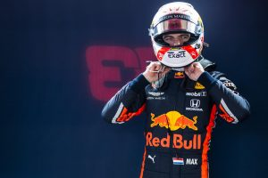 Verstappen nem aggódik a Ferrari és a Mercedes tempója miatt