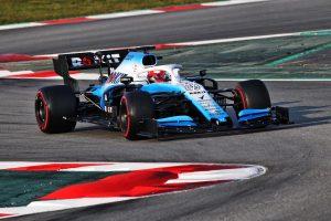 Elégedetlen az FIA, a Williams változtat autóján