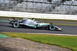 A Mercedes óriási hangsúlyt fektetett a gumikezelésre
