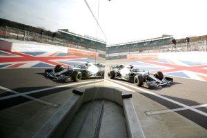 Videó: Hamilton kiabált örömében, amikor kipróbálta az új Mercedest