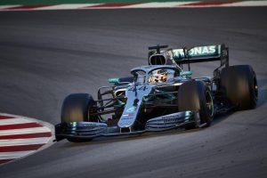 Hamilton szerint felére csökkent a topcsapatok előnye