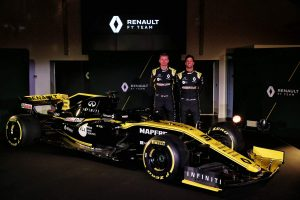 Videó: Ricciardo bejáratta a Renault-t