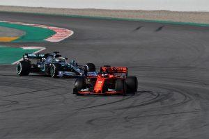 Szelfivel készült az 1000. versenyre a Ferrari és a Mercedes csapatfőnöke