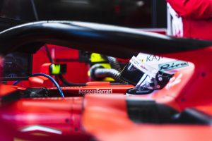 Vettel egy hajszállal az élen Bahreinben