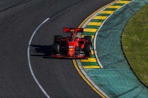 Videó: Ilyen közel volt a Ferrari a katasztrófához Melbourne-ben