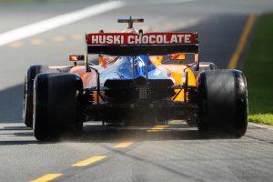 Nem indul jól a McLaren bahreini hétvégéje
