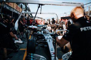 Hamilton: Sokat számít, hogy egy darabban maradtak az autók!