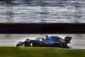 Hamiltoné a pole, a Ferrari lemaradt Melbourne-ben!